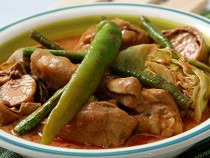 Chicken-With-Tamarind-Soup-And-Tomato-Sauce n