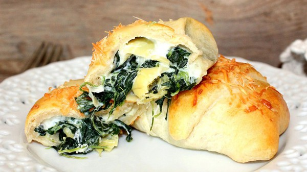 Crescent Rolls Stuffed With Spinach And Artichoke