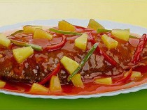 Sweet-And-Sour-Yellowtail-Fusilier-With-Pineapple-N