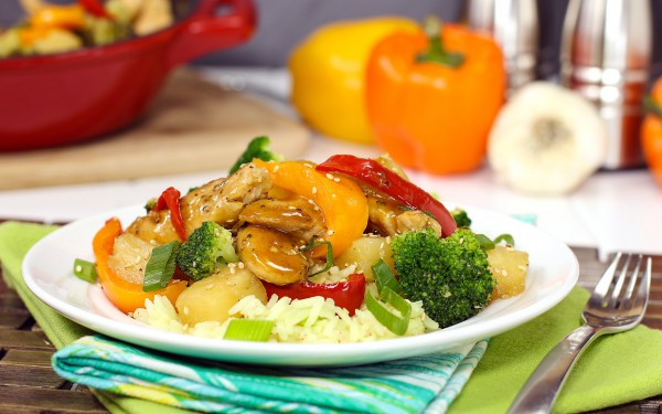 pineapple-chicken-skillet_with broccoli